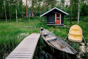 Sauna finlandesa de madera en el exterior