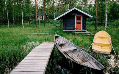 Una sauna finlandesa de madera en casa